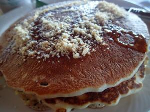 マストアイテム!マカデミアナッツパンケーキ。実はこれ私の母のマストアイテムだったりします。笑
